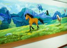 Kolorowa tęcza od Śnieżki na Oddziale Dziecięcym szpitala w Ciechanowie