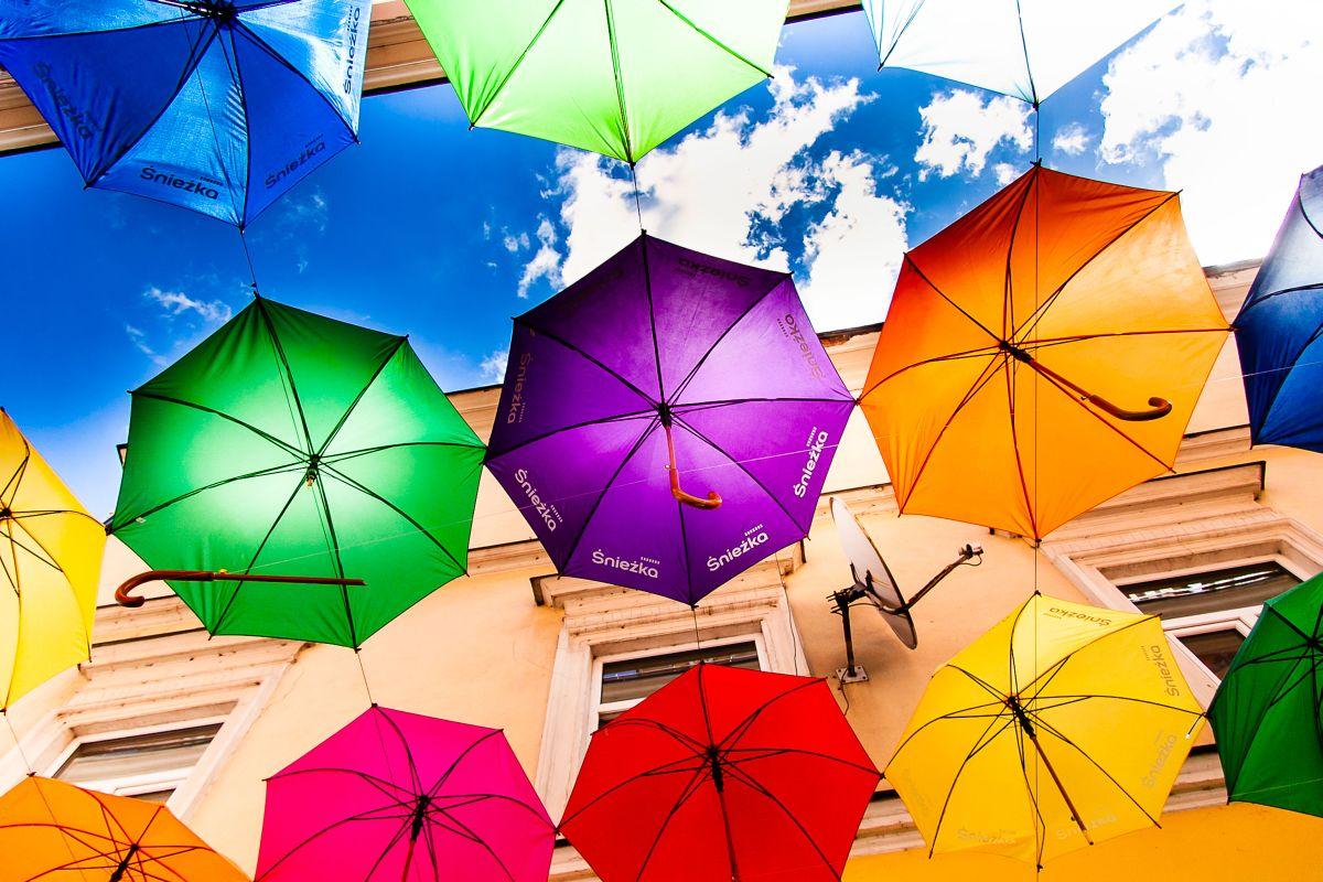 Kolorowe parasolki wTarnowie