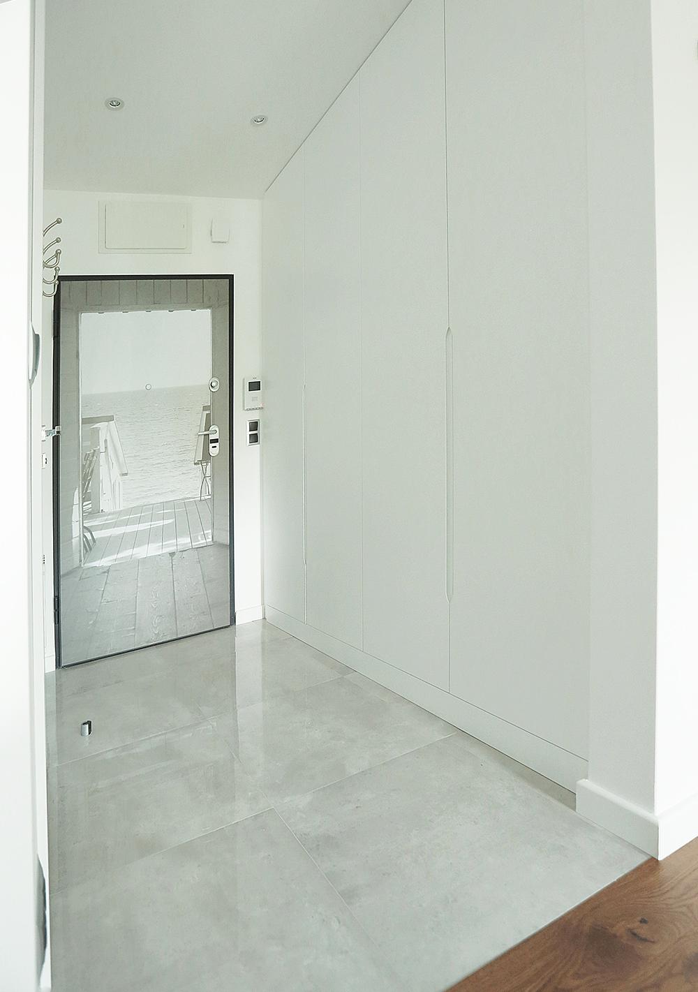 biały korytarz