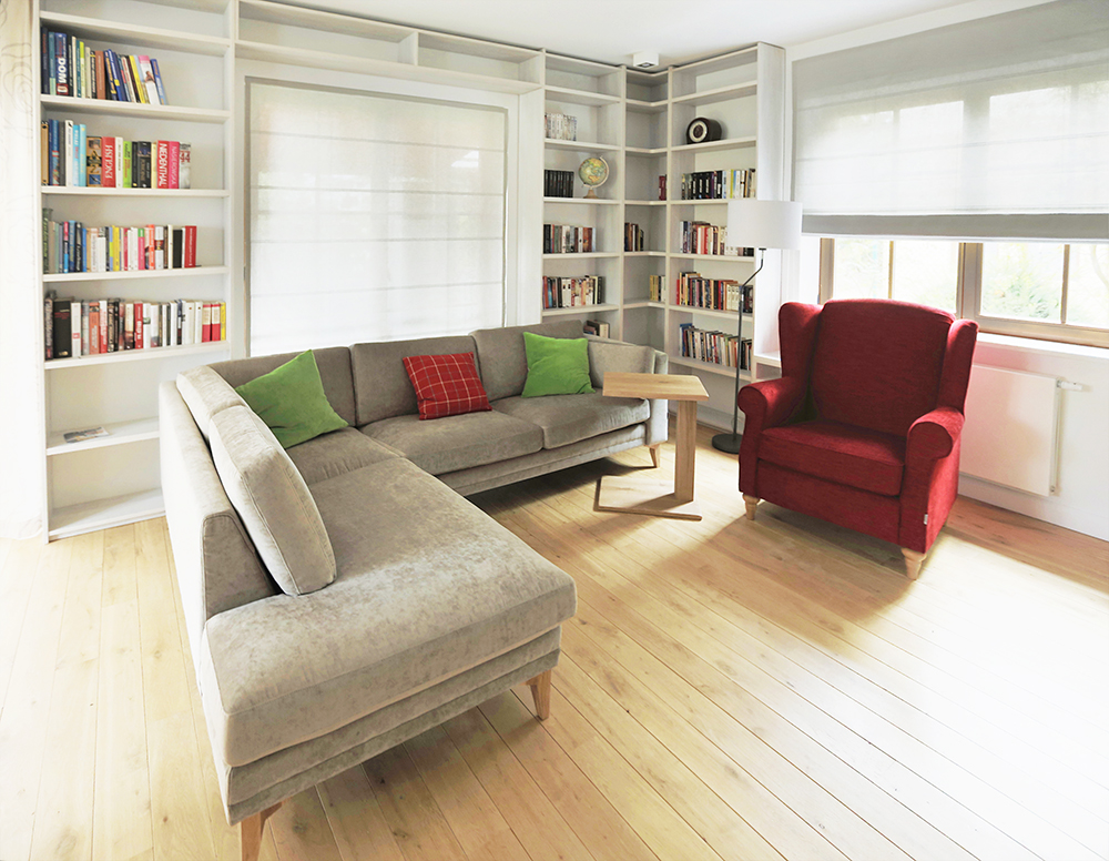 Szybkie metamorfozy dom pod anio em salon z for Biblioteczka w salonie