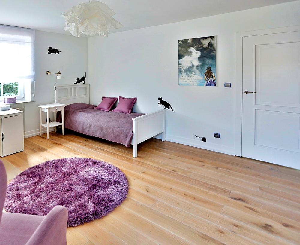 fioletowy pokoj dla dziecka