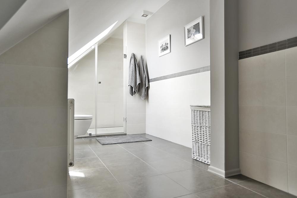 łazienka wkolorze szarym